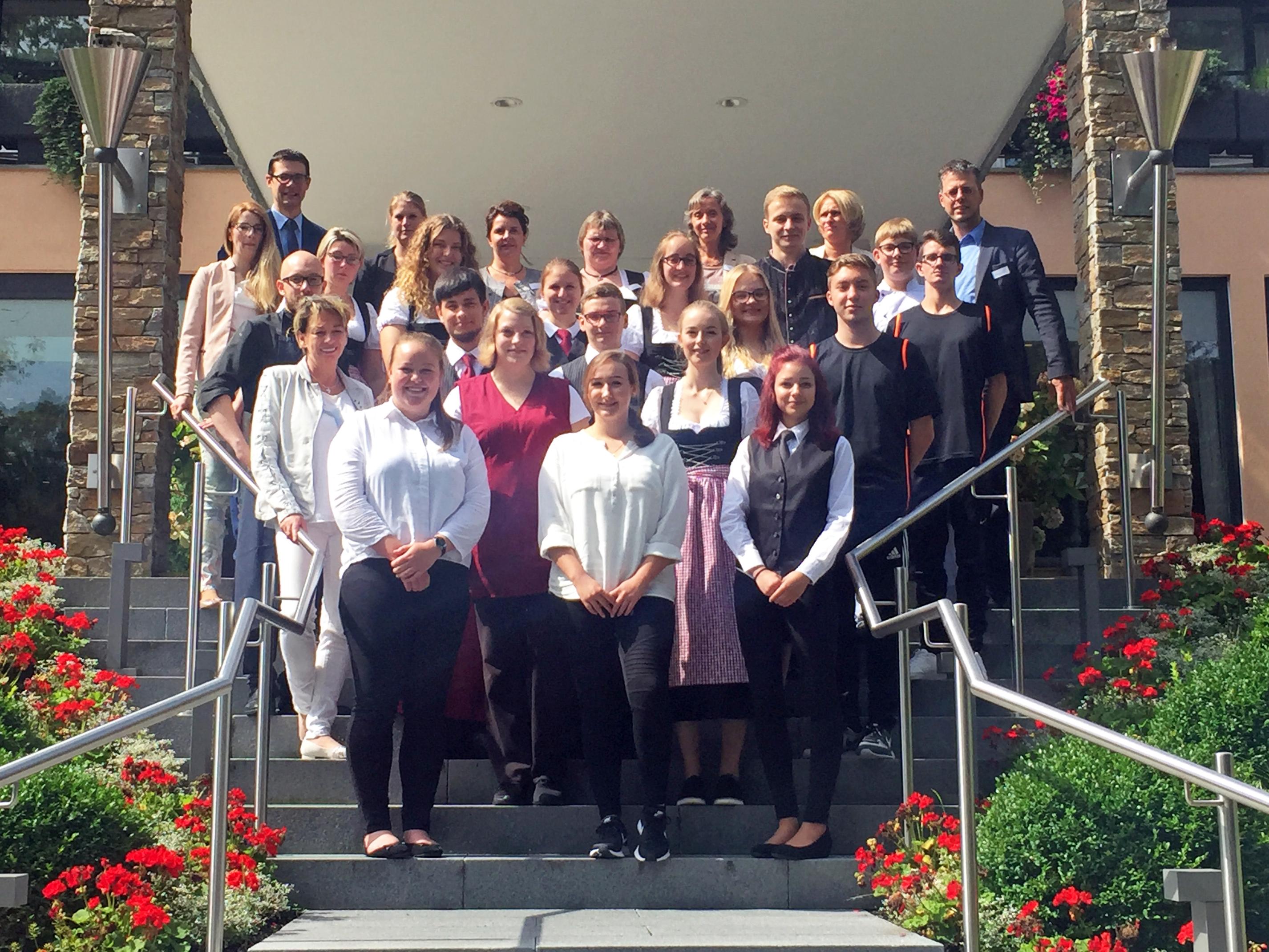 Abb. zu Artikel Romantischer Winkel begrüßt 17 neue Lehrlinge!