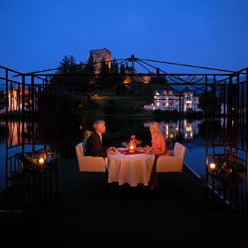 Paarweise Romantik auf hohem Plateau